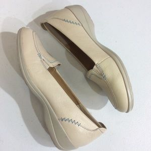 Softspots Cream Blue Stitching Shoes Size 9N